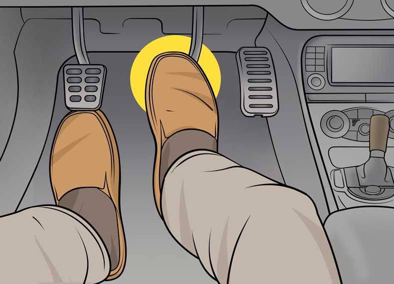 در ترافیک پای رو پدال ترمز نگذارید