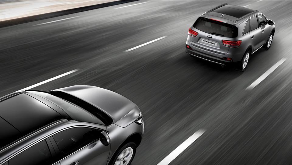 فاصله طولی با خودروی جلویی را حفظ نمایید