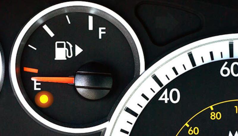 چراغ ذخیره کمبود بنزین
